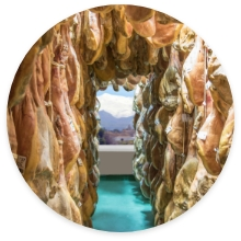 El secadero de jamón de Trevélez sin conservantes de Jamones Vallejo con sello IGP Jamón de Trevélez