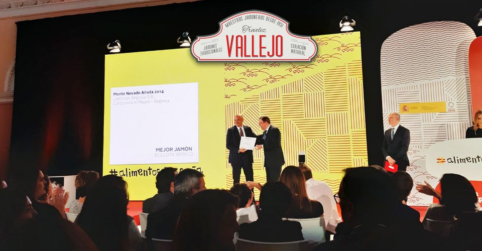 Jorge Vallejo, director de Jamones Vallejo, recibiendo el premio de Alimentos de España al Mejor Jamón Serrano de 2018